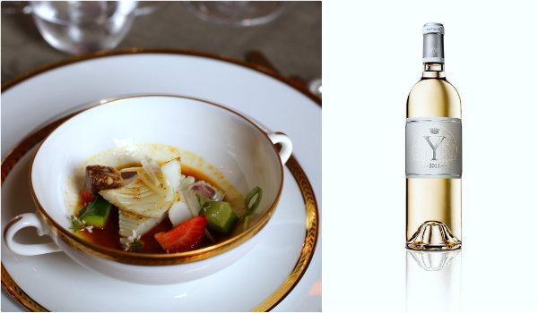 Blanc de seiche, anchois, fraise et bouillon légèrement pimenté et Y 2011