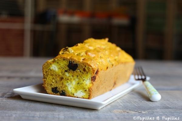 Cake Feta, olives noires, herbes de Provence, Curcuma