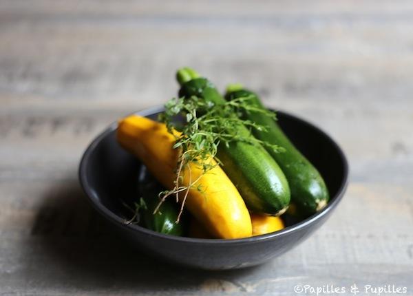 Courgettes jaune et vertes et thym