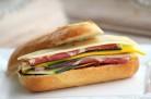 Sandwich aux lamelles de courgettes et à la coppa