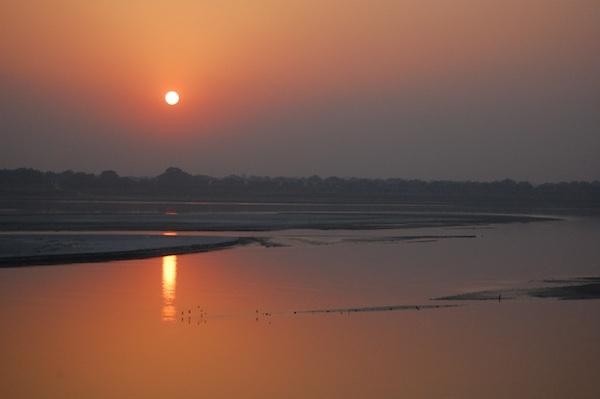 Coucher de soleil sur le Gange ©ptwo CC BY 2.0