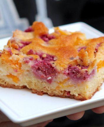 Gâteau croustifondant pêches framboises