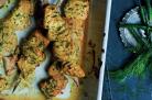 Saumon fumé mariné, yaourt, herbes et épices