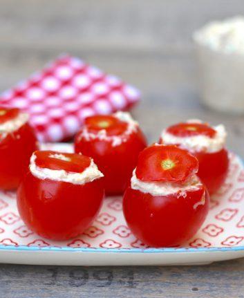 Tomates cocktail farcies au mascarpone, au thon et à la ciboulette