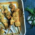 Saumon mariné, yaourt, herbes et épices