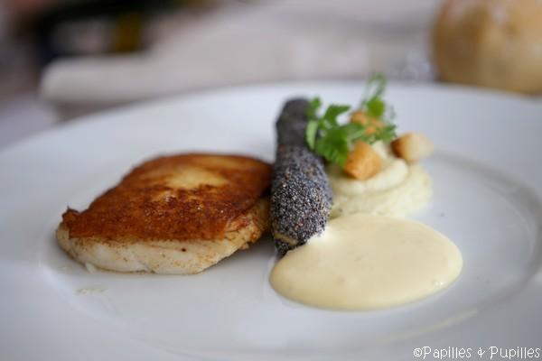 Filet de Turbot sauvage au pain blanc, merveille feuilletée aux herbes - Mousseline de fenouil et écume beurre noisette