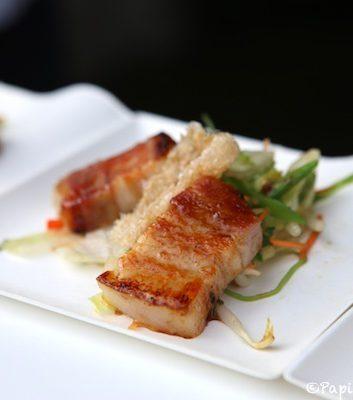 Lard de panse laqué Duke or Berkshire avec salade orientale - Bistro Refter