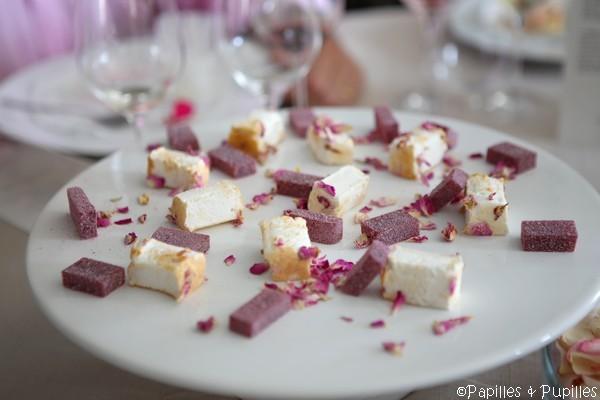 Mignardises - Guimauve à l'eau de rose et pâte de fruits litchi rose