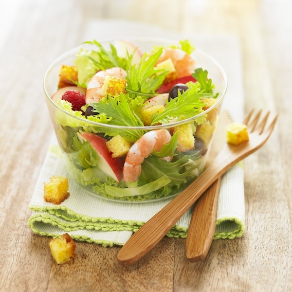 Salade d'Été aux Dés de Quatre-Quarts Caramélisés