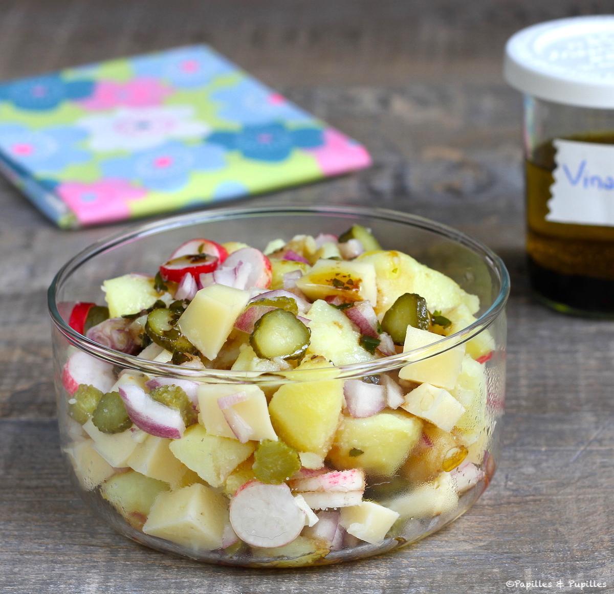 Salade de pommes de terre au fromage, radis et cornichons