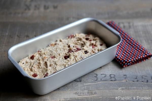 Mettre la pâte dans le moule pour la seconde levée