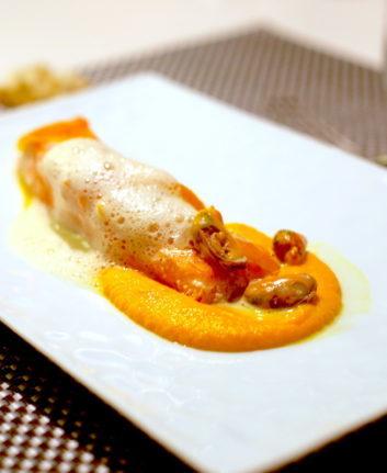 Saumon confit à l'huile d'orange, purée de carottes et crème de moules – Cyril Lignac