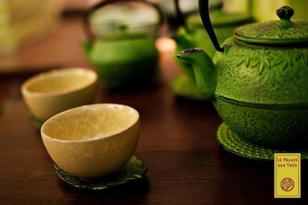 Bouilloire et bols à thé