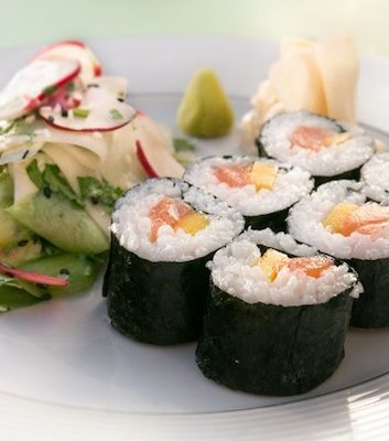 Makis au saumon et à la mangue