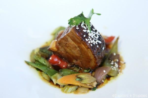 Travers de cochon noir de Bigorre laqué, légumes sautés à la coriandre