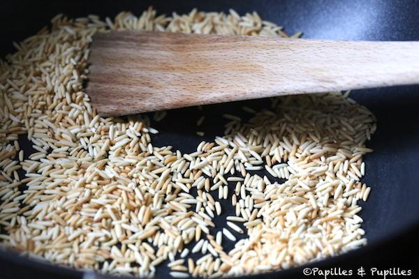 Faites colorer le riz à sec