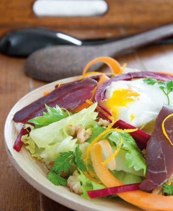 Salade au magret fumé et oeuf poché (c) Philippe Dufour Internef