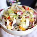 Salade d'endives, pommes, céleri et graines de courge