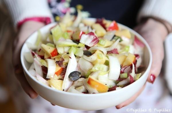 Salade d'endives, pommes, céleri et graines de courges