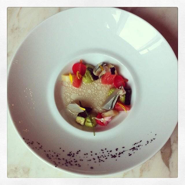 En cuisine avec Bart de Pooter (2 étoiles Michelin) au St. Regis Saadiyat #gourmetabudhabi #abudhabi - superbe !
