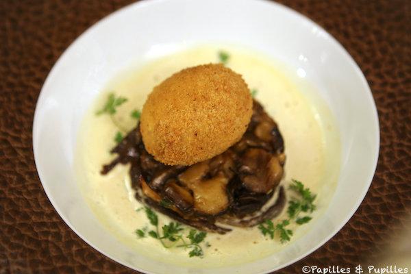 L'oeuf mollet bio en croûte, champignons et crème de foie gras