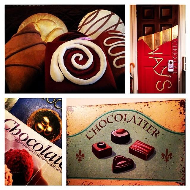 Aime beaucoup la déco de ma chambre @ThreeWaysHouse @puddingclub #chocolat