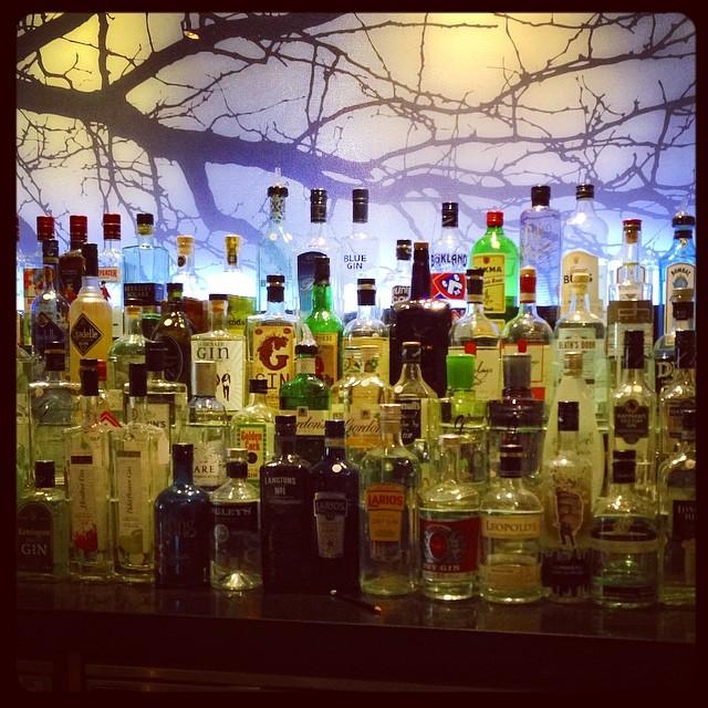 Bar à gins - plus de 198 bouteilles différentes - The Feathers - Woodstock