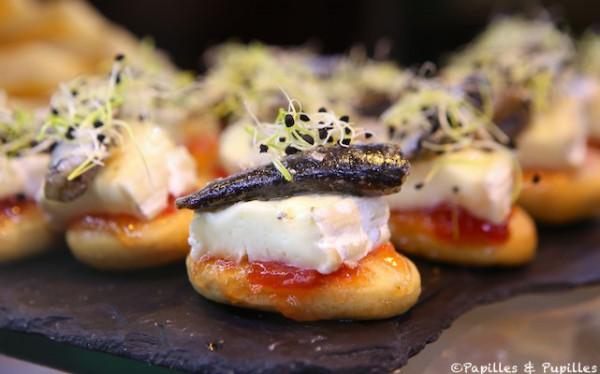 Avec fromage, sardine et graines germées