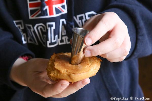 Faire un trou avec une douille dans la chouquette