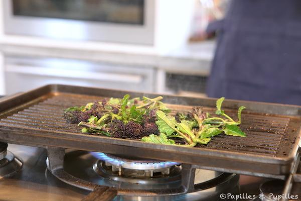Faites griller les fleurs de brocolis