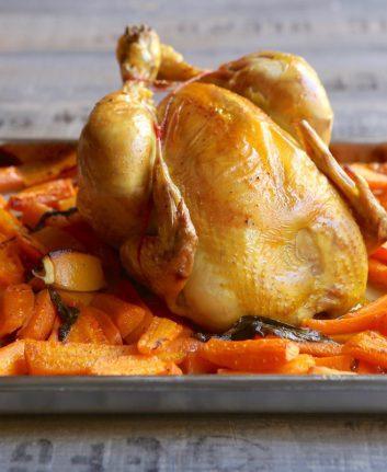 Poulet rôti aux carottes, citron et ail des ours