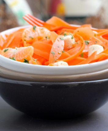 Tagliatelles de carottes, fromage frais et clémentines