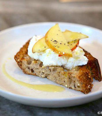 Tartine ricotta pommes et graines de pavot Daysleford