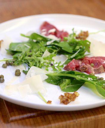 Salade au boeuf câpres et Parmesan