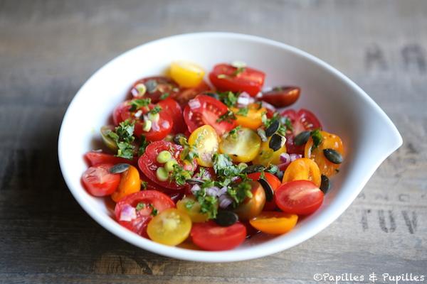 Salade de tomates cerises, aillet et graines de courge
