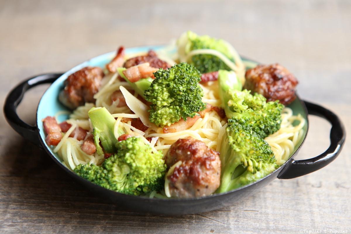 Spaghettis aux brocolis, aux boulettes de viande et Parmesan