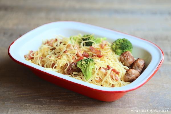 Spaghettis boulettes de viande brocolis Parmesan