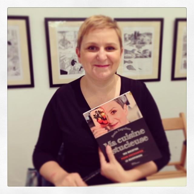 Sonia Ezgulian en dédicaces chez @librairie_mollat jusqu'à 14h