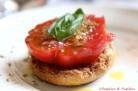 Frise à la tomate, basilic et origan