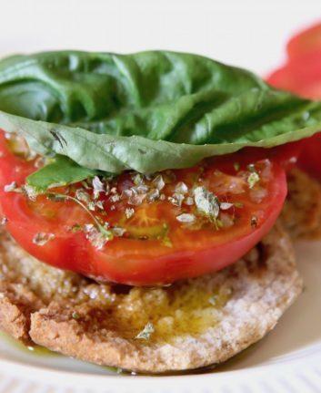Frise des pouilles à la tomate basilic et origan
