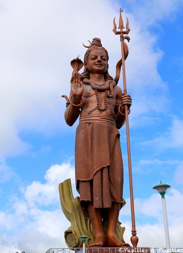 La statue de Shiva à côté du Lac sacré