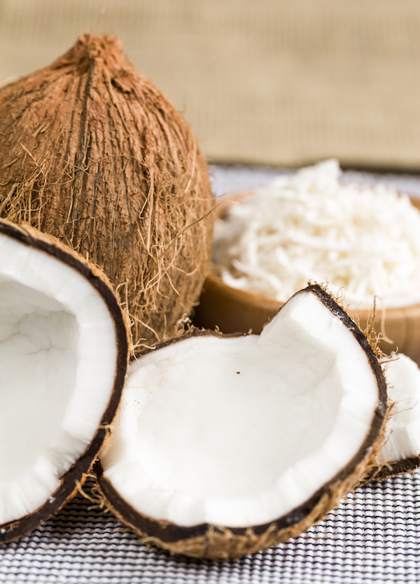 Noix de coco et noix de coco râpée ©Beto Chagas - Shutterstock