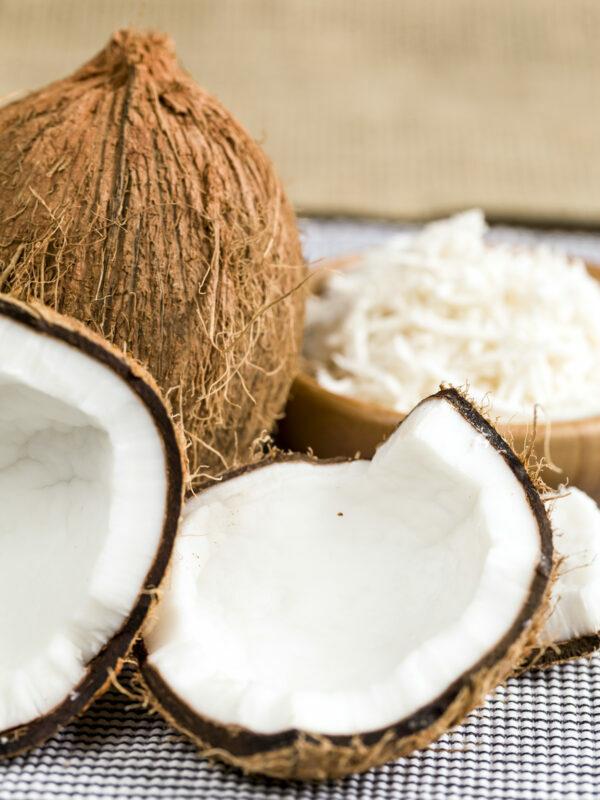 Noix de coco et noix de coco râpée ©Beto-Chagas-Shutterstock