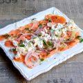 Salade de saumon fumé, féta, fenouil et oignon rouge