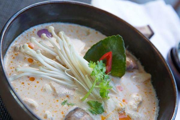 Soupe de poulet au lait de coco