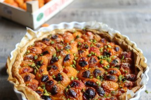 Tarte aux abricots amandes et éclats de pistache