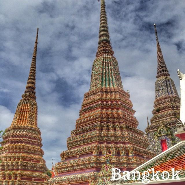 Stûpas dans l'enceinte du Wat Pho (temple du Bouddha couché) - Bangkok
