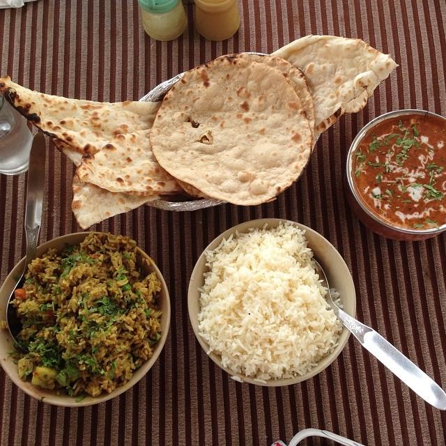 Byriani végétarien, naans, riz blanc et dahl makhani - 7€