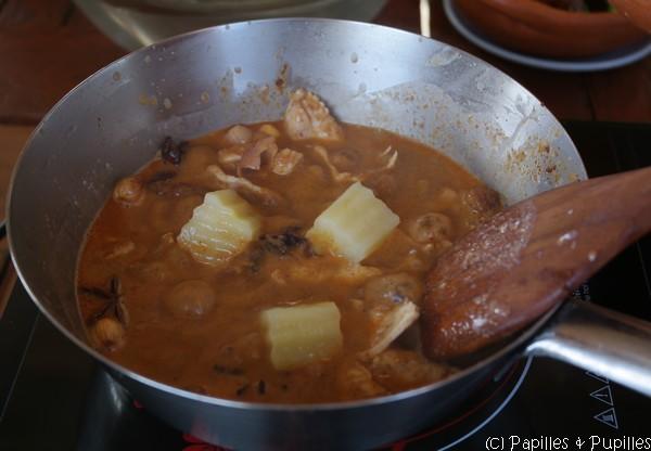 Ajoutez les morceaux de pommes de terre