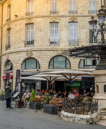 Où manger un dimanche à Bordeaux © Karissaa shutterstock